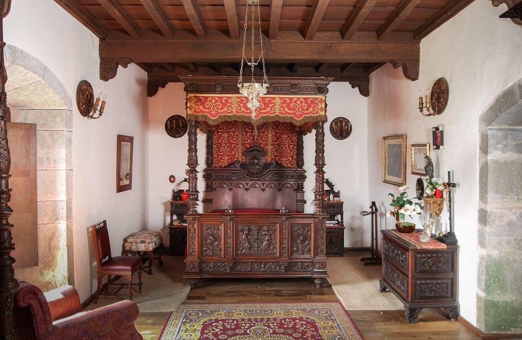 Dormitorio principal del Palacio de La Espriella en Villahormes, concejo de Llanes