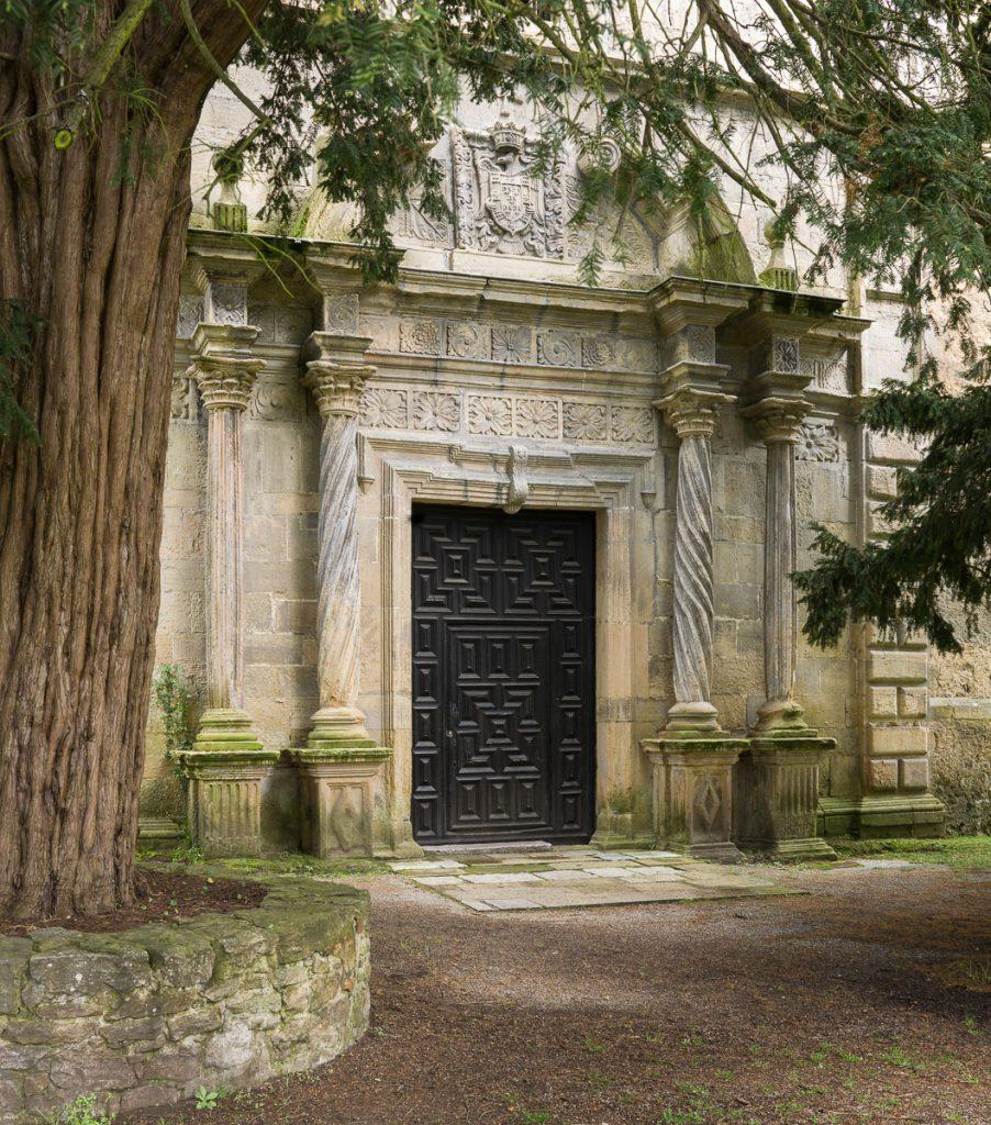 Portada de la capilla de Santa Ana en el Palacio de Argüelles en Siero
