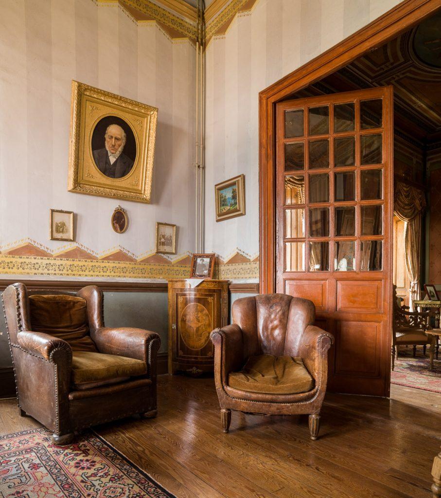 Interior de La Casona de Somao, villa indiana en Asturias