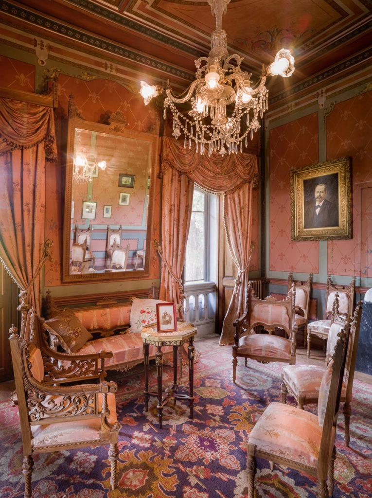 Salón de la villa indiana La Casona de Somao, Pravia