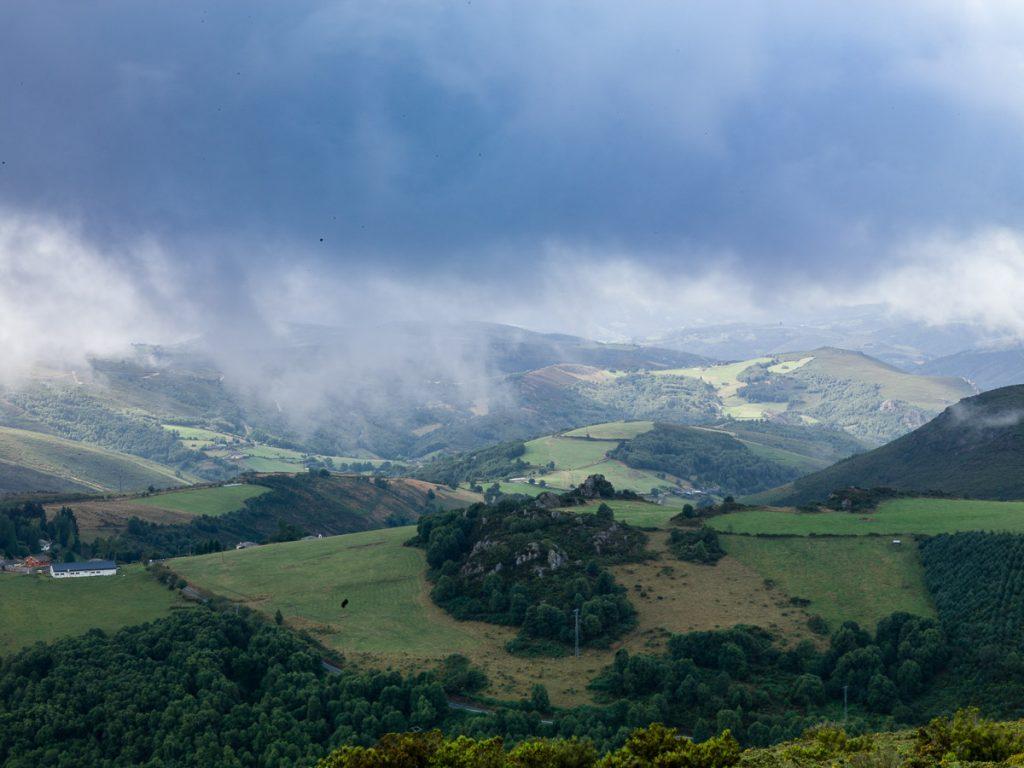 Paisaje de la Sierra de La Bobia en Villanueva de Oscos, Asturias