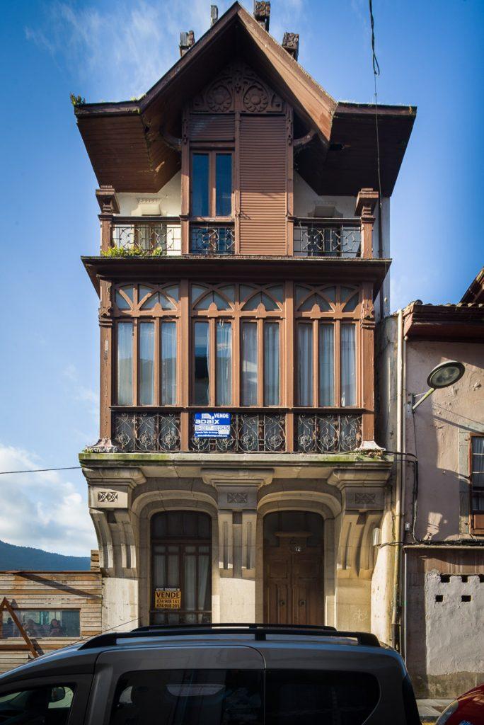Casa modernista del arquitecto Fdez. Peña en Pravia, Asturias