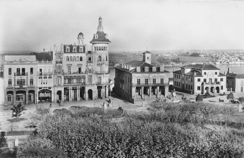Fotografía antigua de la Torre de los Moreno en Ribadeo, casa de indianos en Lugo