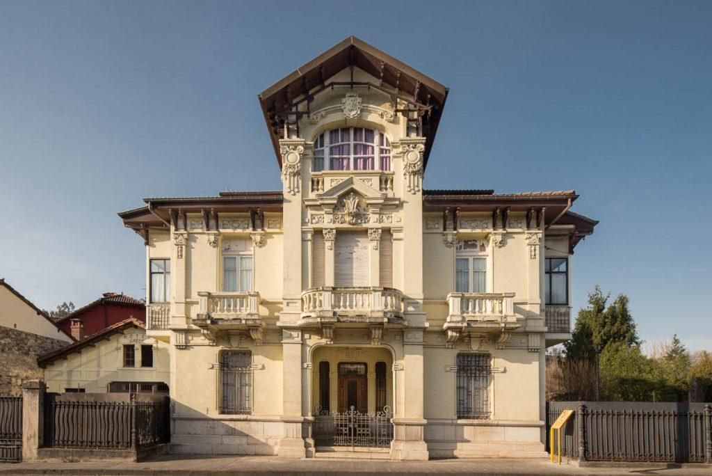 Fachada de la casa de Maximino Fernández Sanfeliz