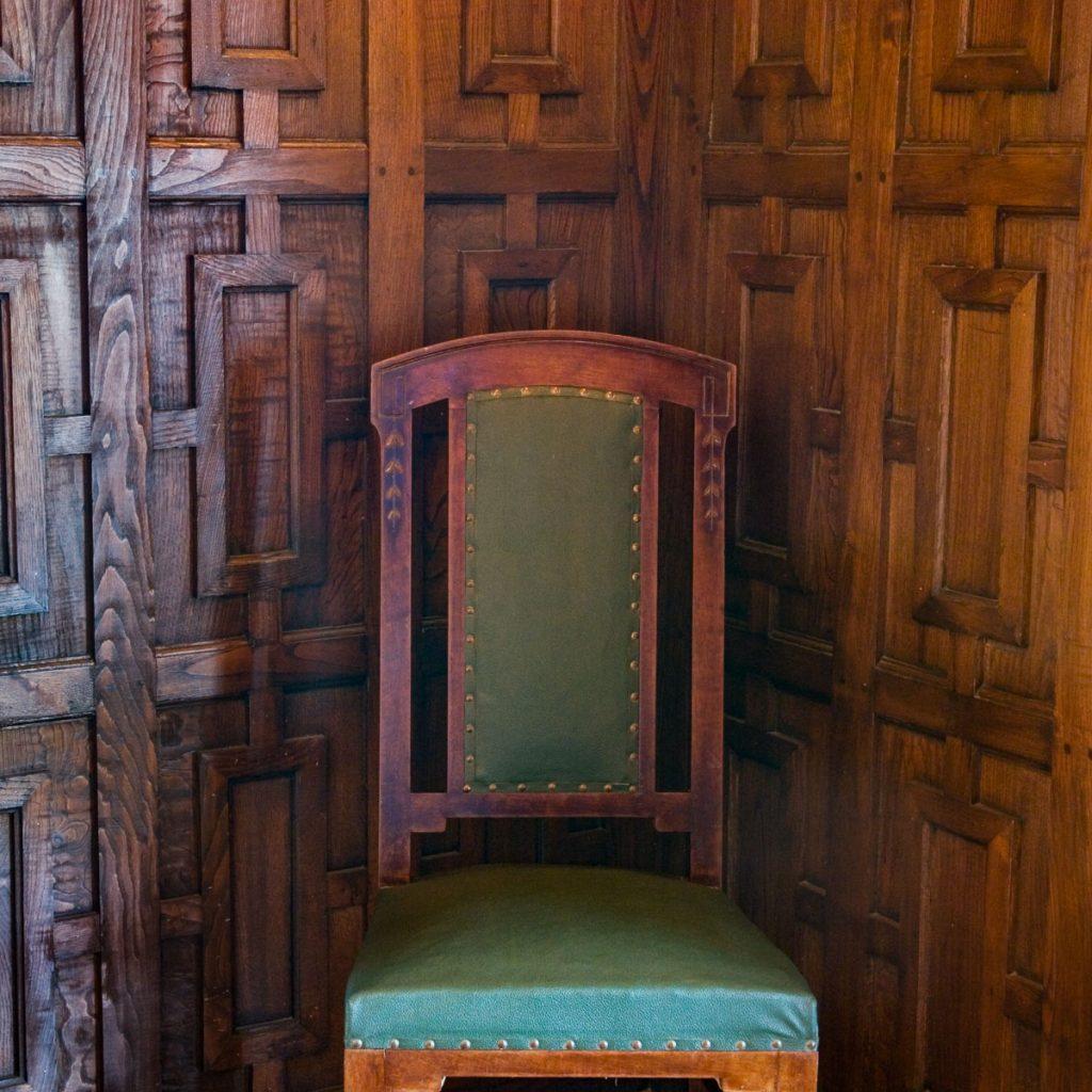 Zócalo de madera del interior del Chalé de Álvarez Nava en Asturias