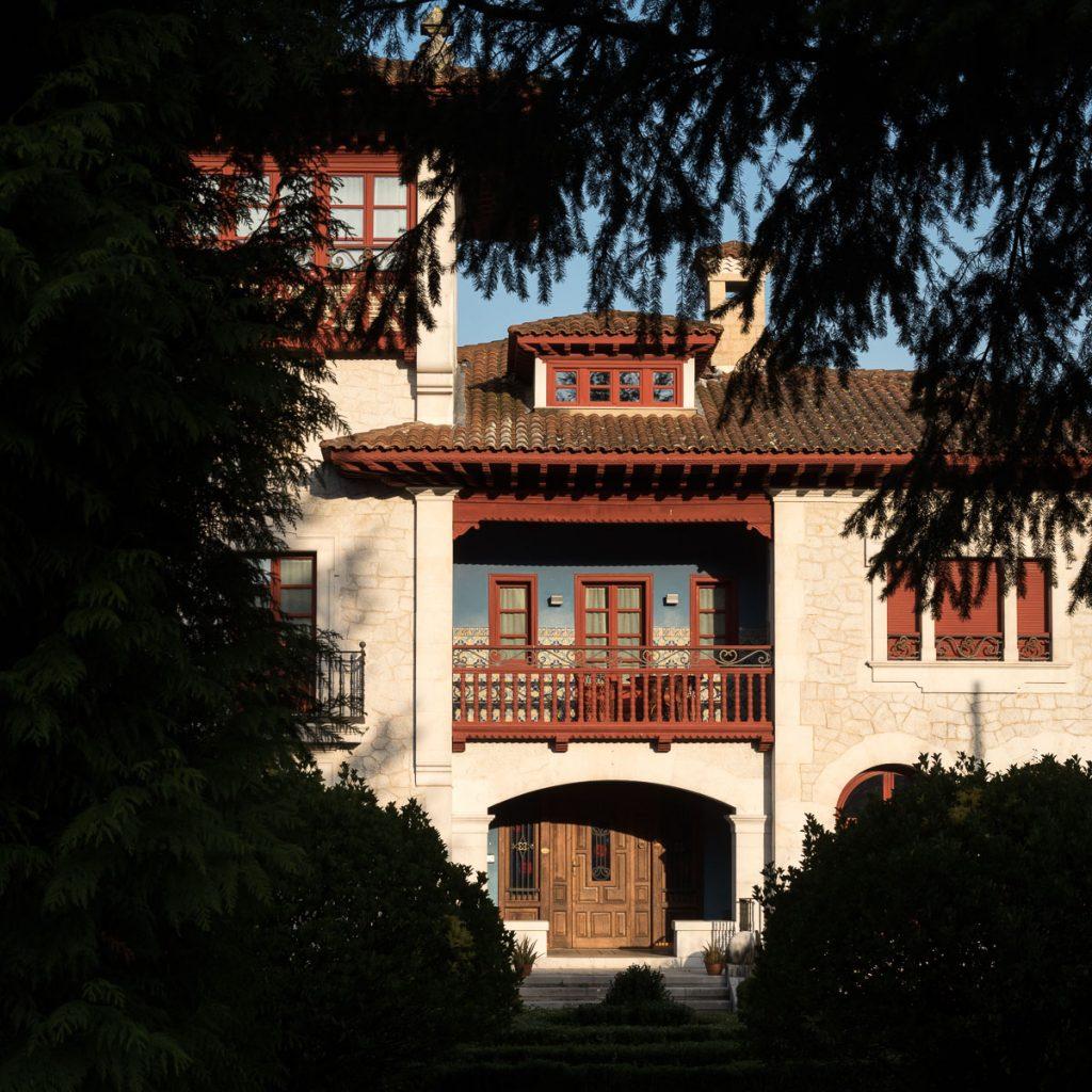 Detalle de la casa de indianos Villa Joaquina en Villamayor, Piloña