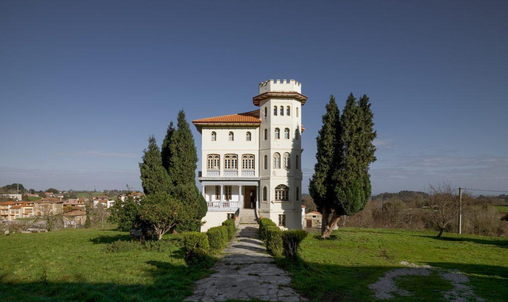 Casa de indianos en venta El Castillo, situada en Porrúa, concejo de Llanes