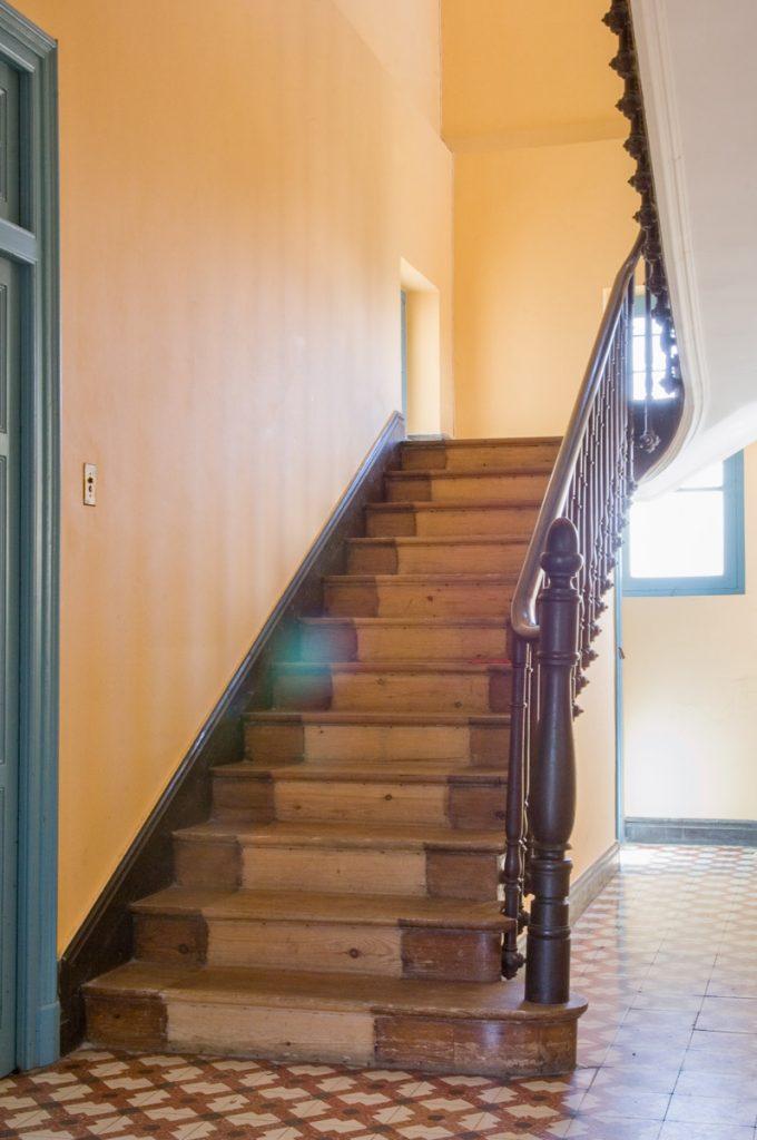 Escalera de la Casas de Indianos en Venta El Castillo