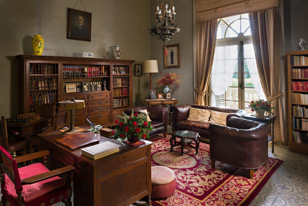 Despacho de Eduardo Jardón en la Quinta San Jorge de Viavélez, El Franco, Asturias