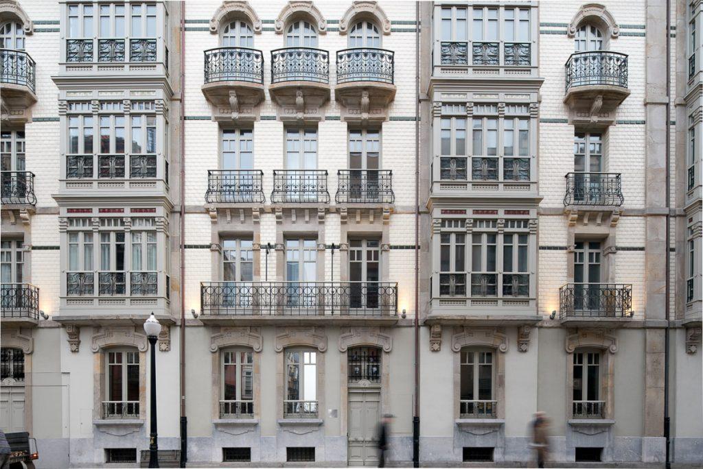 Edificio del arquitecto Álvarez Mendoza en la calle Marqués de Casa Valdés de Gijón