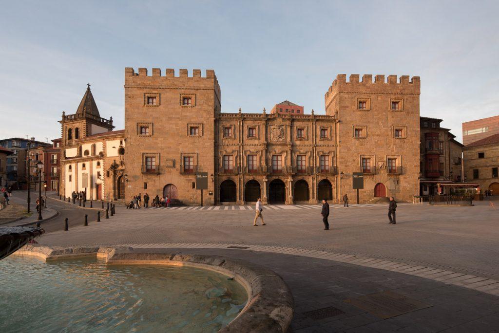Uno de los edificios interesantes de Gijón, el Palacio de Revillagigedo.
