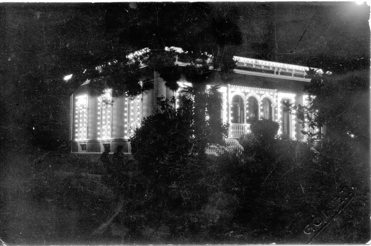 3_La Barrera iluminada el 27-08-1925 para recibir a S.A.R